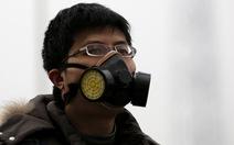 Cục khói màu vàng khổng lồ phủ lên thành phố Bắc Kinh