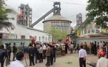 Người dân bao vây nhà máy ximăng
