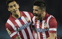 David Villa đưa Atletico Madrid lên đầu bảng