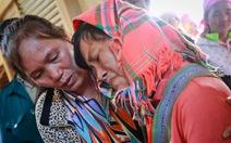 Học sinh chết vùi dưới cát: Cha mẹ khóc ngất tiễn con