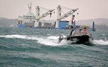 Lai dắt thành công tàu ngầm TP.HCM vào quân cảng Cam Ranh