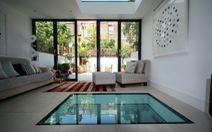 Sàn kính tôn thêm vẻ đẹp cho nhà