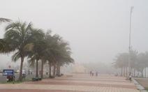 Sương mù bất thường phủ tầm nhìn biển Mỹ Khê