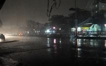 Ngày biến thành đêm ở Hạ Long do mây dày đặc và sương mù