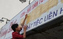 Dân tháo các biển hiệu tiếng Trung Quốc