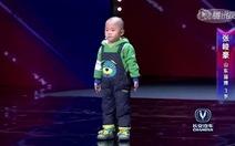 Điệu nhảy dễ thương của cậu bé 3 tuổi