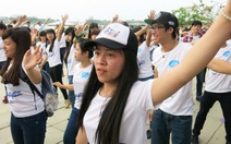Hơn 1.000 bạn trẻ nhảy flashmob chào Festival Huế 2014
