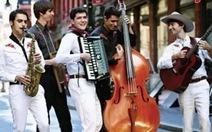 Ban nhạc Mỹ The Amigos biểu diễn miễn phí tại Festival Huế