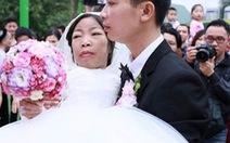 """""""Chị gái"""" và """"cu em"""" đã làm đám cưới"""