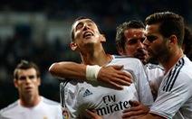 Real Madrid thắng đậm Almeria, lên nhì bảng