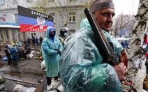 """Tổng thống Ukraine cáo buộc Nga """"gây chiến"""" ở miền đông"""