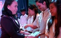 Trao 50 suất học bổng cho sinh viên dân tộc
