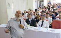 Hơn 200 người tham dự buổi nói chuyện của giáo sư Mayor