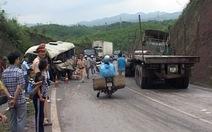 Xe container đâm văng xe khách, 3 người chết tại chỗ