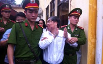 Bị cáo Dương Chí Dũng khai chỉ nhận một túi rượu