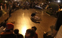 Nhảy và xem hip-hop ngay ngã sáu trung tâm thành phố
