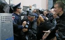 3.000 người tấn công trụ sở cảnh sát Odessa, Ukraine