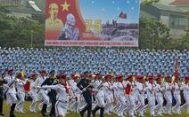 Hàng vạn người xem quân đội, công an diễu binh ở Điện Biên