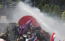 Người biểu tình Thái Lan đụng độ với cảnh sát