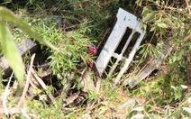 Xe tải lật đèo rơi xuống vực sâu, tài xế thoát chết