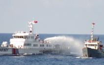 Tàu Trung Quốc tấn công bằng vòi rồng, tàu Việt Nam đáp trả
