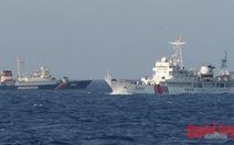 Tàu Cảnh sát biển 8003 trong vòng vây tàu Trung Quốc