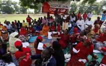 Phụ huynh giận dữ khi tổng thống Nigeria hủy chuyến thăm