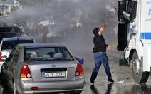 Cảnh sát Thổ Nhĩ Kỳ bắn vòi rồng, hơi cay vào người biểu tình