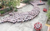 1.700 học sinh xếp hình bản đồ Việt Nam