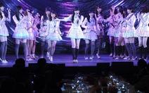 Nhóm nhạc nữ Nhật bị kẻ cầm cưa tấn công