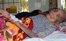 Nghịch tử vô đạo đánh mẹ 94 tuổi bầm tím người