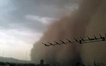 Thủ đô Iran tối sầm trong bão cát khổng lồ, 4 người chết