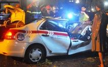 Hà Nội: Mưa giông giật đổ cây đè chết tài xế taxi