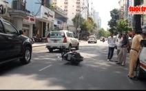 Ô tô tông 3 xe máy, 5 người nhập viện