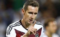 Klose phá kỷ lục ghi bàn của Gerd Muller