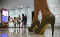 Giày cao gót lợi hại liền kề