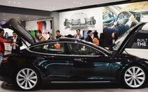 """Nhà giàu TQ """"nghiện"""" xe điện Tesla Model S"""