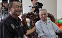 Xúc động cụ già 102 tuổi góp một triệu đồng ủng hộ cảnh sát biển