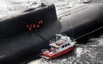 Tàu ngầm hạt nhân Nga nổi lên giải cứu thuyền nhỏ