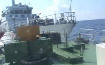 Tàu pháo Trung Quốc giả dạng tàu hải cảnh ở Hoàng Sa