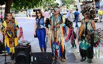 """""""Bùa thắng trận"""" của thổ dân hát rong Ecuador"""