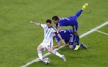 """Messi """"vô đối"""" trong chiến thắng của Argentina"""