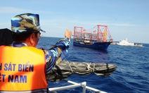 Tàu Trung Quốc ngang nhiên đánh cá trong ngư trường Việt Nam