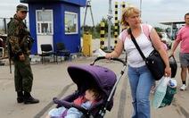 Hàng nghìn người Ukraine tháo chạy sang Nga