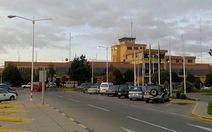 Tấn công loạn xạ bằng dao ở sân bay Bolivia