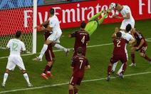 Nga bị loại vì thủ môn Igor Akinfeev bị chiếu đèn laser