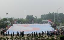 Hàng ngàn người ký tên vào bản đồ Việt Nam