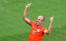 Thế giới chỉ trích Robben ăn vạ