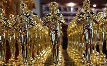 Bị kiện vì bán tượng vàng Oscar
