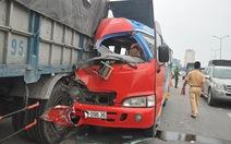 Xe khách va chạm xe tải trên cầu cạn, 1 người tử vong
